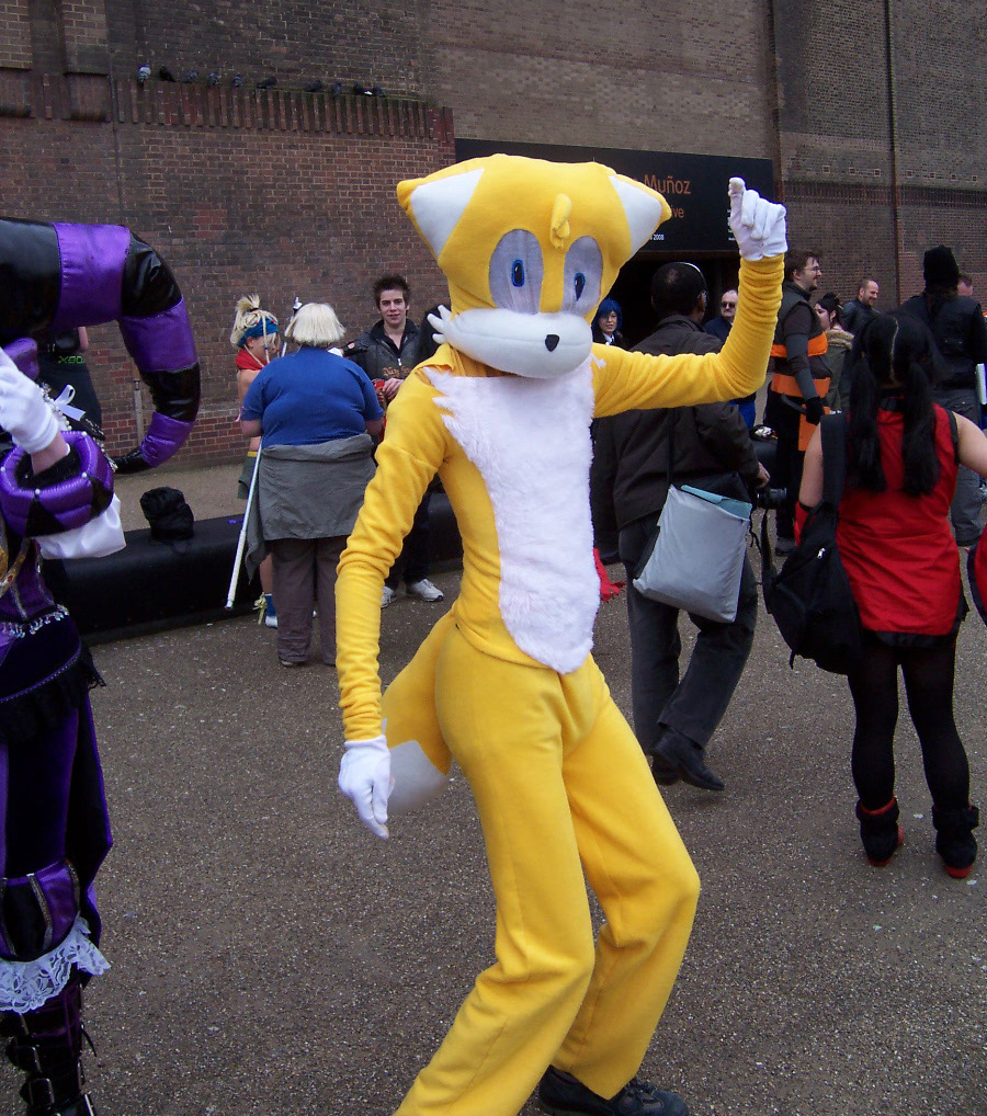 cosplay tails Sonic and